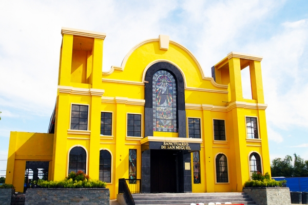 Delfin Lee of Globe Asiatique, donates 80 Million worth to the Local Church of Bacolor
